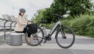 elektrinis dviratis gamtoje mieste baterija